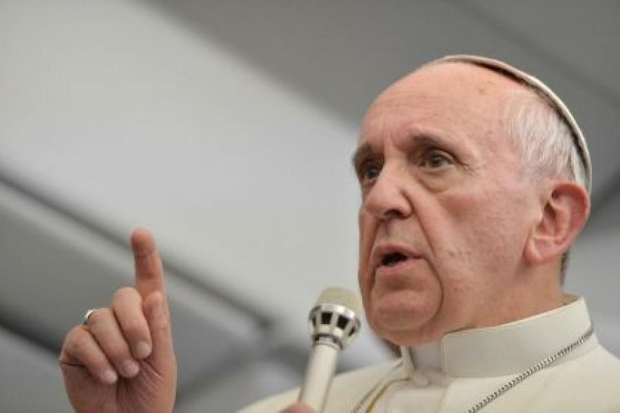 Il pugno del Papa e lo schiaffo di Gesù.